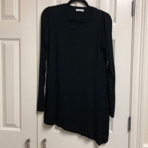 Long sleeve tunic with button accents